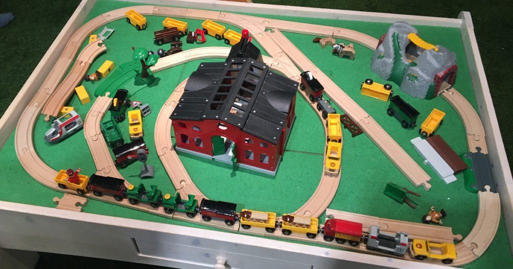屋内・冒険の島ドコドコ おもちゃの電車