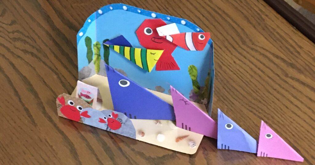 こどもちゃれんじぽけっと9月号のびりびりくしゃくしゃブックで作った水族館